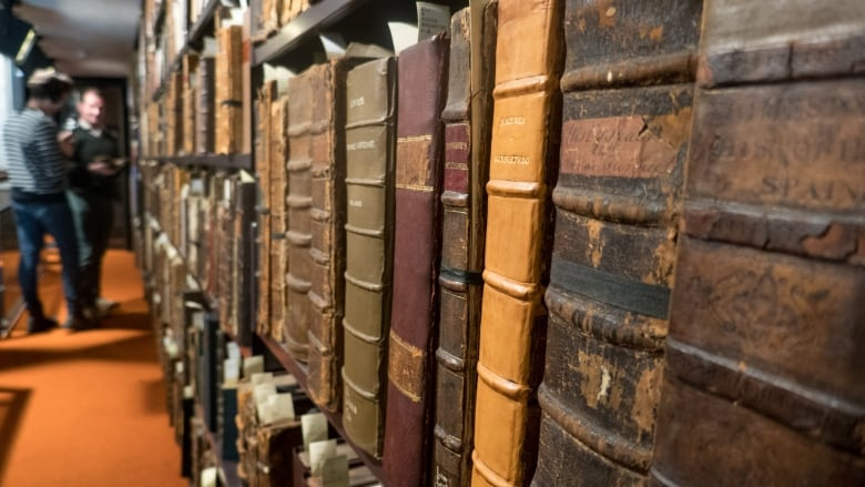 rare finds a guide to book collecting